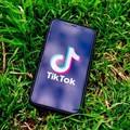 為什麼全球年輕人都在狂嗑 TikTok 影片?我們從演算法機制找出大家成癮的原因